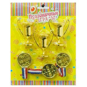 Набор кубков с медалями