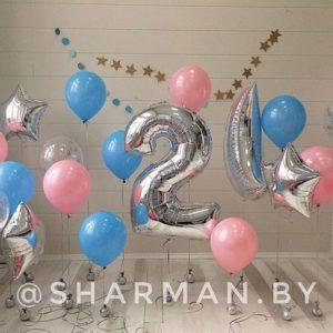 Фото зона из воздушных шаров с цифрой и полумесяцам